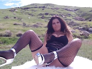 OUTDOOR MASTURBATION at the end of one's tether sexy mature