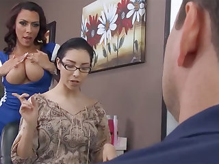 Sexy hairdresser fucks bitch's scrimp in barbershop