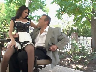 Stunning maid Nikki Daniels can't wait to please her boss outside