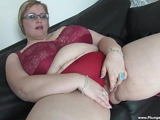 Amateur mature Gertruda plays here her massive natural juggs