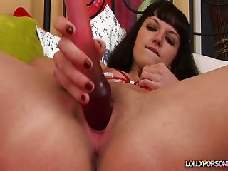 Young amateur toys her grungy cunt then gets busy with the ass