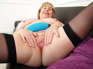 English gilf Auntie Trisha works her sloppy fanny with a dildo